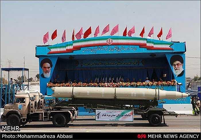 Iran khoe tên lửa Sejil 2