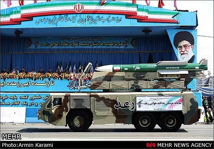 Tổng thống Iran Mahmoud Ahmadinejad tham dự cuộc diễu hành