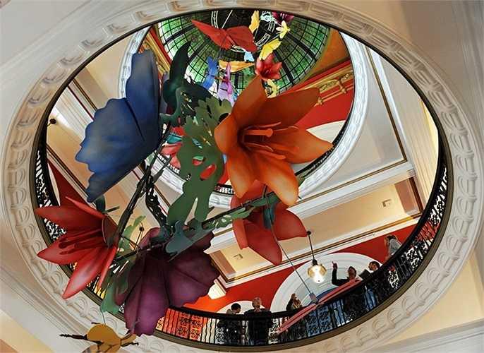 Tác phẩm nghệ thuật ấn tượng trên nóc Tòa nhà Queen Victoria ở trung tâm thành phố Sydney, Australia.
