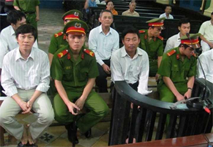 Cảnh trước phiên xử sáng nay (7-9-2012)