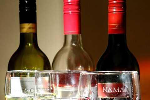 Đồ uống có cồn làm gan không chuyển hóa được thuốc