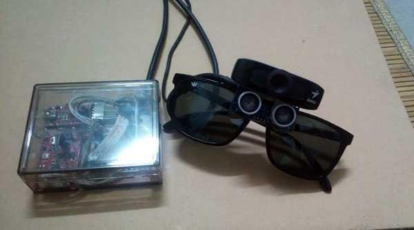 Kính đa năng cho người khiếm thị có gắn bộ xử lý. Ảnh: Kim Oanh