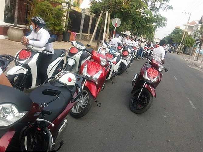 Dàn xe SH tham gia rước dâu đến từ 4 câu lạc bộ Honda SH ở phía Nam là Sài Gòn, Biên Hòa, Bình Dương và Bình Phước