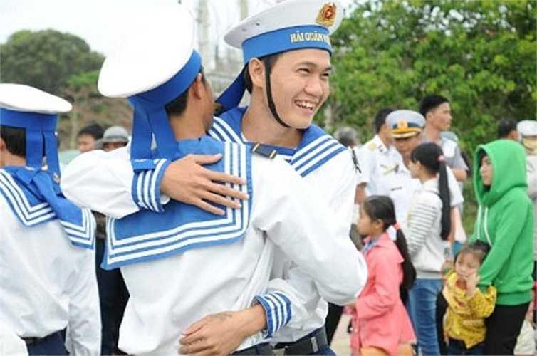 Tân binh chia tay đất liền ra nhận nhiệm vụ mới ở huyện đảo Trường Sa.