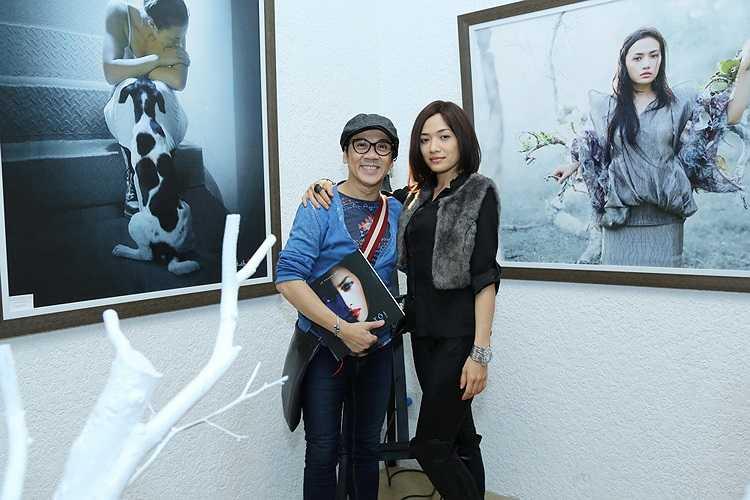 Một số nghệ sỹ, đồng nghiệp đến chúc mừng Tinna Tình và nhiếp ảnh gia Lê Thanh Hải trong buổi triển lãm như: NSƯT Thành Lộc.