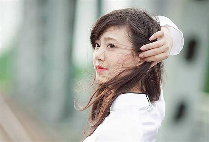 Với gương mặt xinh đẹp, Phạm Thị Thu Hoài đã đăng quang Hoa khôi Duyên dáng Sư phạm 2013 trong đêm thi chung kết diễn ra vào ngày 20/11.