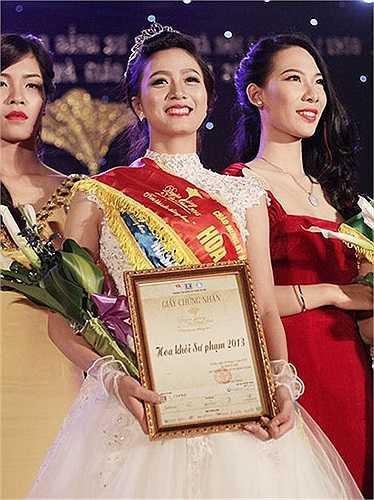 Cô gái này cũng xứng đáng bước lên ngôi vị cao nhất của cuộc thi Hoa khôi Sư phạm 2013