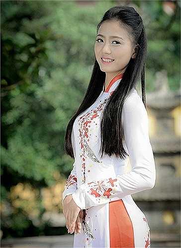 Cô giáo tiểu học tương lai này gây ấn tượng với nụ cười rạng rỡ cùng vẻ đẹp nhẹ nhàng, thanh lịch.
