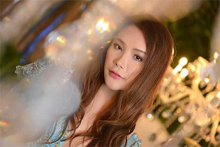 Là nữ ca sỹ nổi tiếng nhưng Hồ Quỳnh Hương gặp nhiều thị phi về tu sửa sắc đẹp.