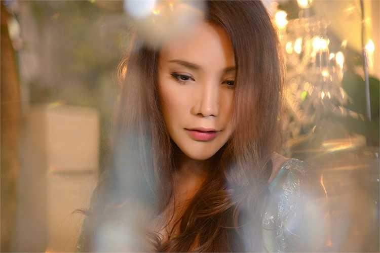 Hồ Quỳnh Hương sẽ tham gia một tiết mục vô cùng đặc sắc trong chương trình ca nhạc thời trang Con đường tơ lụa' mừng năm mới sẽ diễn ra tại TP.HCM vào ngày 3/1/2014