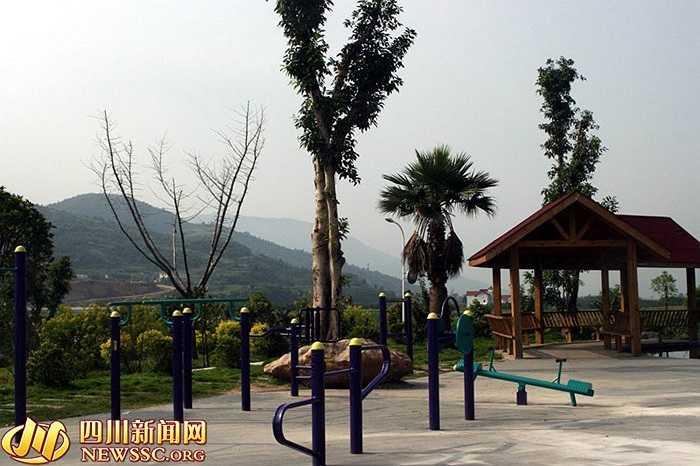 Khung cảnh bên trong ngôi làng giàu nhất Trung Quốc ở tỉnh Tứ Xuyên