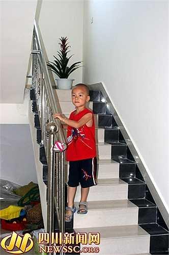 Một cậu bé trong căn biệt thự ở làng giàu nhất Trung Quốc