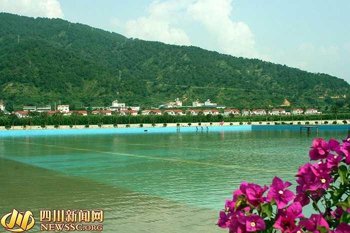 Bể bơi hoành tráng của dân làng Hoa Tây