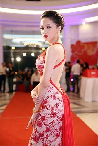 Thời gian vừa qua, Hương Giang Idol là một cái tên khá thu hút vì vẻ ngoài bắt mắt và giọng hát ngày càng tiến bộ.