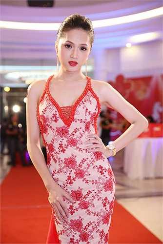 Xem thêm một số hình ảnh Hương Giang gợi cảm: