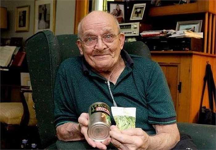 Sau một thời gian bị ho kéo dài vài tháng, ông Ron Sveden nghi ngờ có thể mình đã mắc ung thư phổi.