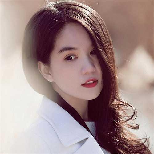 Trong chuyến sang Hàn Quốc mới đây, Ngọc Trinh khoe nhan sắc mong manh gợi cảm.