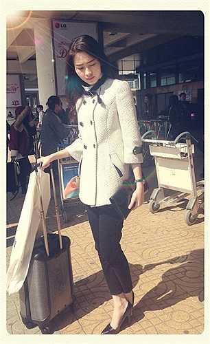 Hoa hậu Thu Thảo bận rộn trong Nam ngoài Bắc những ngày cuối năm.