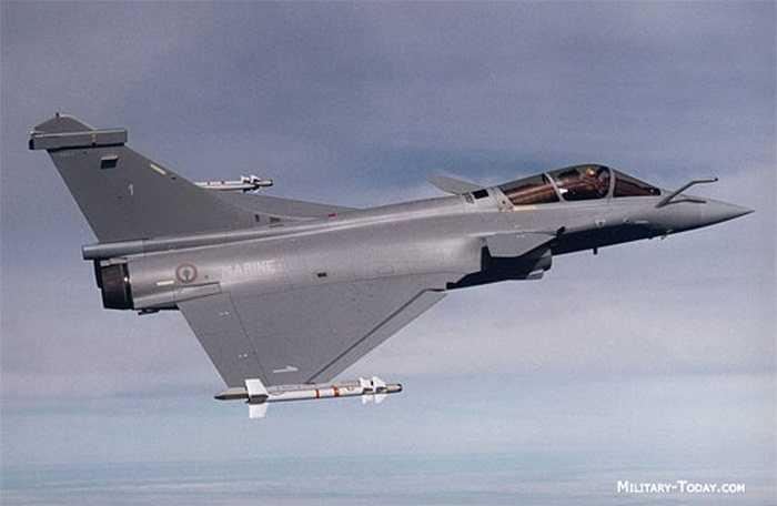 Dassault Rafale là một máy bay chiến đấu đa nhiệm vụ cánh tam giác hai động cơ rất nhanh nhẹn của Pháp