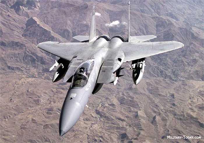 F-15 Eagle (Đại bàng) là máy bay tiêm kích chiến thuật 2 động cơ phản lực của Mỹ sản xuất