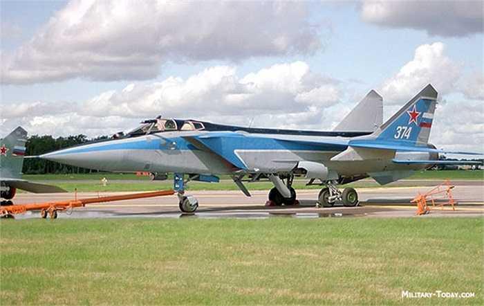 Siêu tiêm kích đánh chặn Mig-31 của không quân Nga