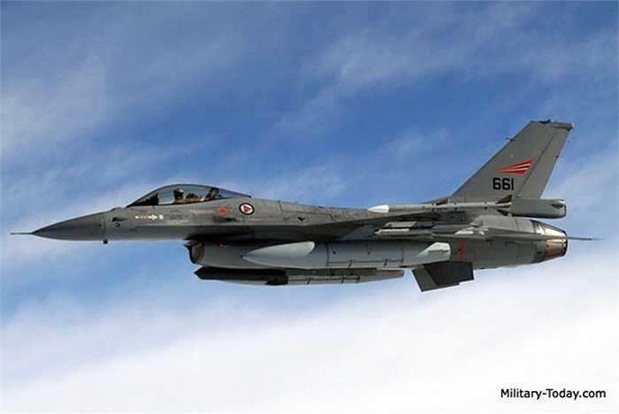 F-16 Fighting Falcon là máy bay chiến đấu phản lực hạng nhẹ của Không quân Mỹ