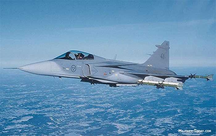 Saab JAS 39 'Gripen' (Griffin hay 'Gryphon') là một loại máy bay chiến đấu hạng nhẹ do Thụy Điển sản xuất