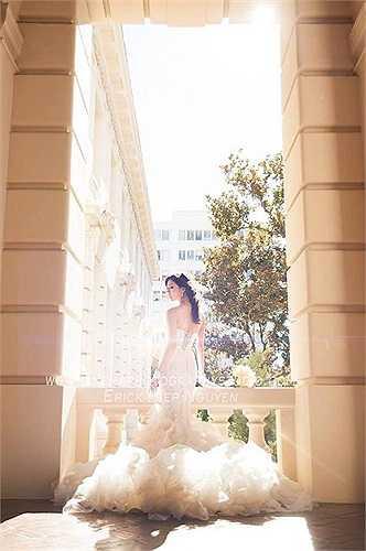 Ngọc Quyên xinh đẹp khi khoác chiếc váy cưới tinh khôi.