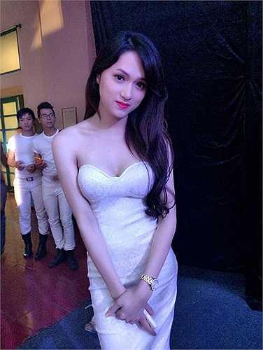 Hương Giang Idol nữ tính, mềm mại.