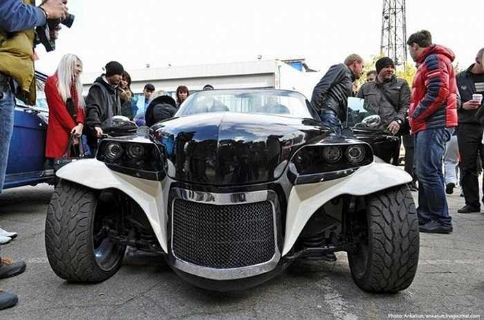 Chiếc xe được giới thiệu đông đảo trước công chúng và đón nhận được nhiều ý kiến đánh giá cao từ các chuyên gia.