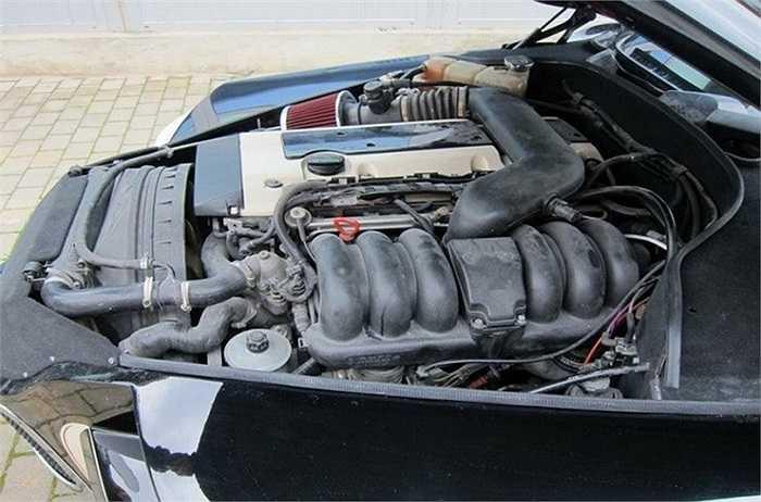 Khung gầm và động cơ được sử dụng từ 1 chiếc xe Mercedes cổ.