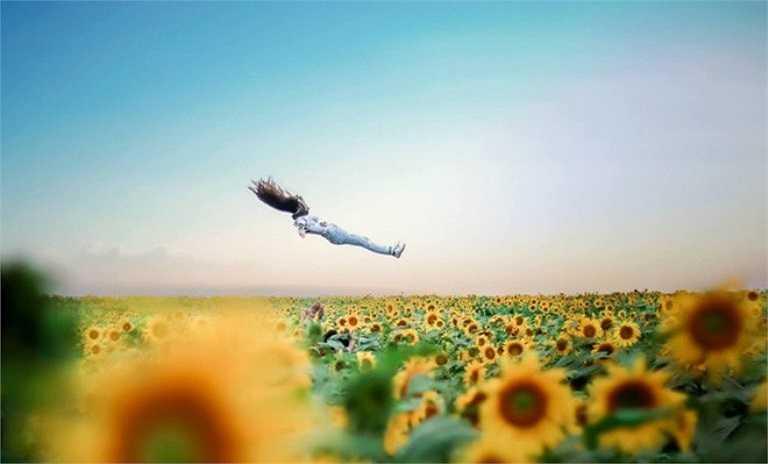 Khoảnh khắc hòa mình vào không trung. (Ảnh: PhotoMaiHuynh).