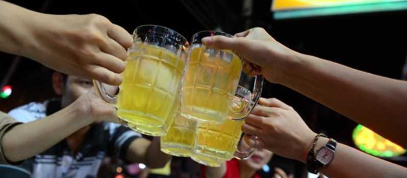 Người uống rượu bia sống lâu hơn người không uống