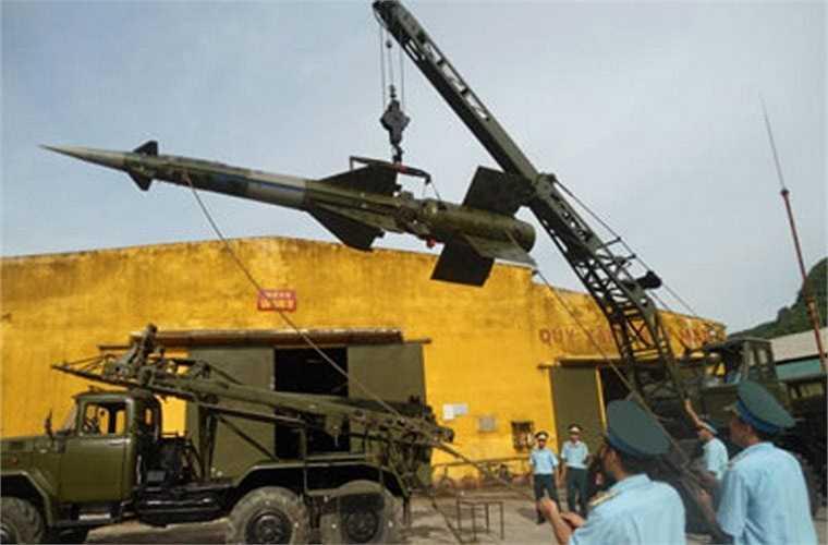 Tổ hợp S-125-2TM được trrang bị radar điều khiển hỏa lực SRN-125, phòng điều khiển trung tâm đều được trang bị lên khung gầm xe tải mang lại khả năng cơ động rất cao.