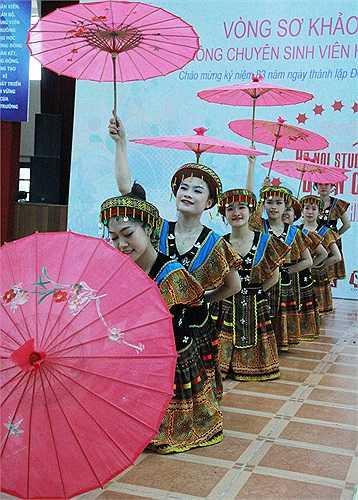 Tham dự liên hoan lần này có 14 trường đại học trên địa bàn Hà Nội