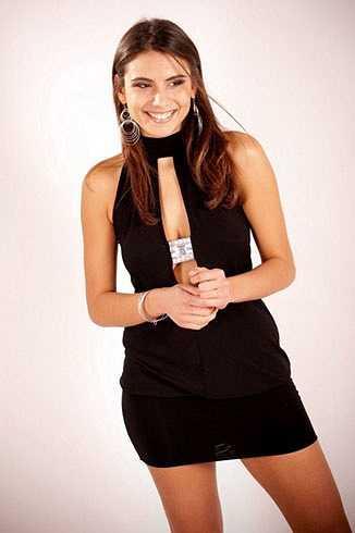 Elena Tambini là một nữ trọng tài trẻ ở Italia. Năm nay cô mới chỉ 25 tuổi