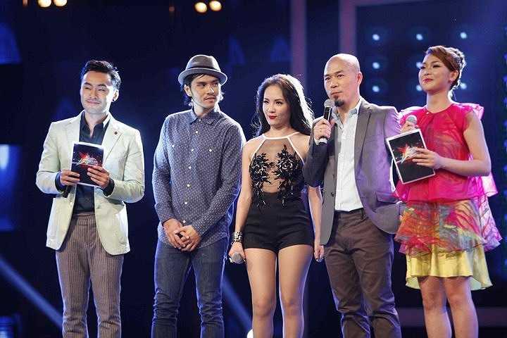 Phương Linh trong vai trò chuyên gia đào tạo tại chương trình truyền hình thực tế Học viện âm nhạc đã chọn cho mình trang phục không thể mát mẻ hơn.