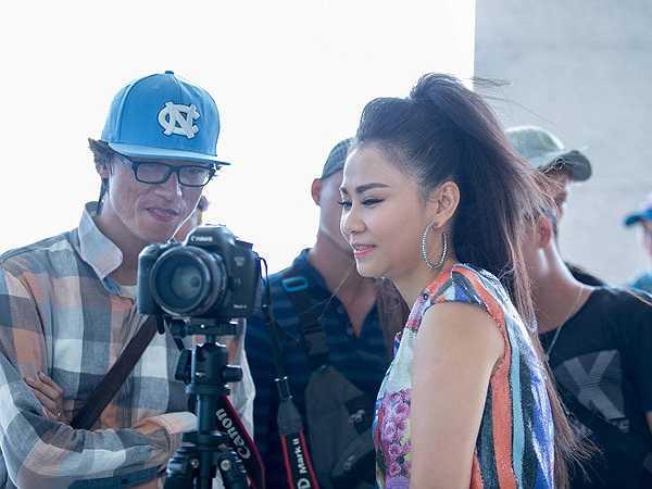 Trước đó, Thu Minh đến trường quay từ rất sớm. Cô là một trong những nhân vật chính của buổi ghi hình.