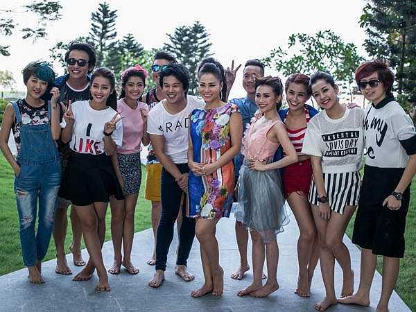 Buổi ghi hình còn có sự góp mặt của đông đảo dàn 'trai xinh, gái đẹp' của showbiz như hot girl Khả Ngân, Chi Pu, ca sỹ Đông Nhi, Gil Lê...