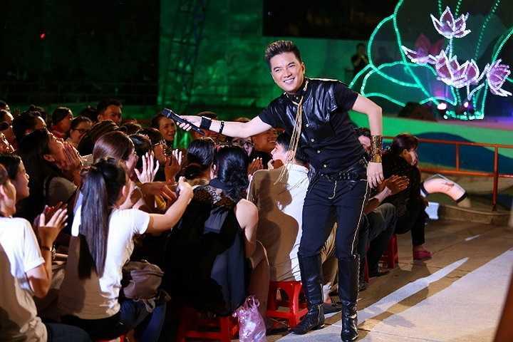 Đêm nhạc miễn tri ân người hâm mộ với chủ đề 'Chiếc vòng cầu hôn' sẽ tiếp tục được tổ chức tại Hà Nội và Đà Nẵng.