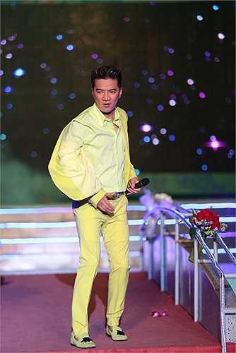 Vẫn với phong cách  thường thấy của anh khi đứng trên sân khấu, Mr Đàm đã hát tổng cộng 24 ca khúc ở mọi thể loại: nhạc Trẻ, nhạc Xưa, nhạc Bolero, nhạc Remix…
