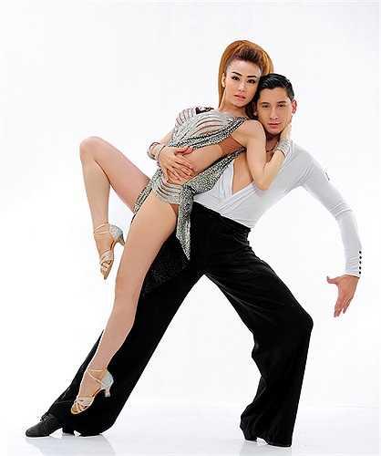 Nữ ca sỹ kiêm diễn viên này luôn thu hút sự quan tâm của dư luận từ trước khi tham gia Bước nhảy hoàn vũ.