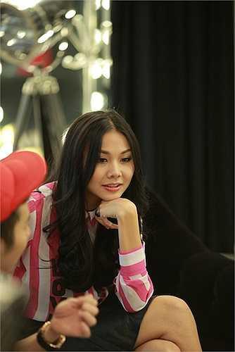 Ban tổ chức đã mời siêu mẫu Thanh Hằng và NTK Chung Thanh Phong để tư vấn và hỗ trợ trang phục trình diễn cho top 5.