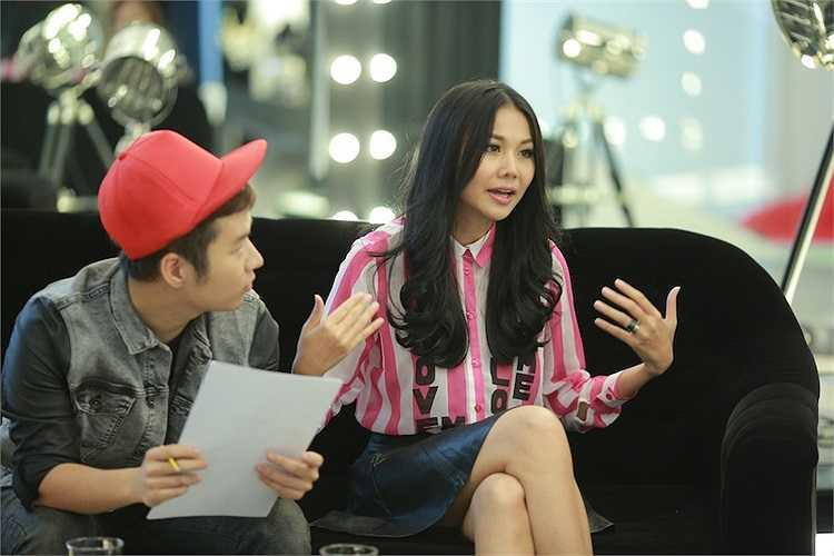 Sự góp mặt của Thanh Hằng đã giúp cho các thí sinh hoàn thiện hơn trong việc lựa chọnt rang phục.