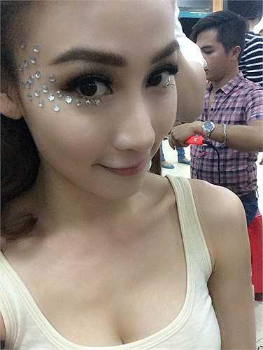 Ngân Khánh chuẩn bị cho đêm chung kết Bước nhảy hoàn vũ.
