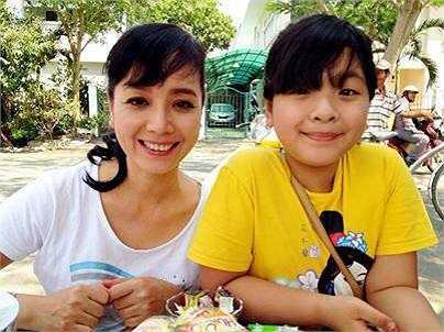 Chiều Xuân trẻ trung bên con gái Hồng Khanh.