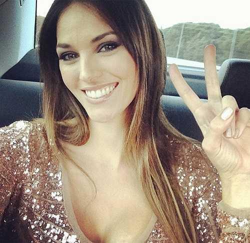 Helen Lindes sinh năm 1981 (hơn Fernandez 4 tuổi) từng đăng quang Hoa hậu Tây Ban Nha năm 2000 và đoạt ngôi Á hậu hai tại cuộc thi Hoa hậu Hoàn vũ Thế giới cùng năm đó.