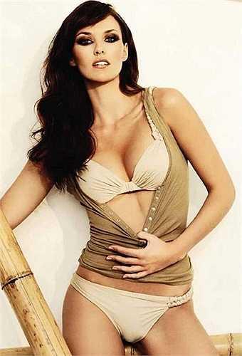 Cô hiện làm người mẫu và tham gia đóng phim tại Tây Ban Nha.