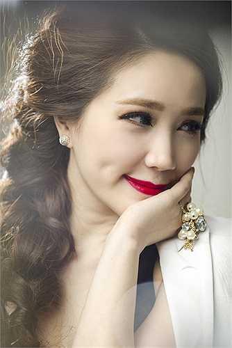 Năm 2008, Bảo Thy cùng Quang Vinh cho ra mắt một CD song ca mang tên 'Ngôi nhà hoa hồng'.  Album khi phát hành trên thị trường đã được tái bản đến lần thứ 4 và tất cả các ca khúc trong album đều lọt vào top những bảng xếp hạng âm nhạc trong nước.