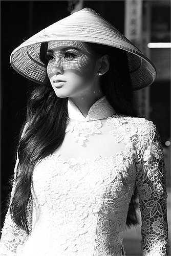 Dư luận thì nổi giận khi Diễm Hương liên tục gian dối và im lặng. Công chúng cho rằng cô không xứng đáng để đại diện cho phụ nữ Việt Nam.